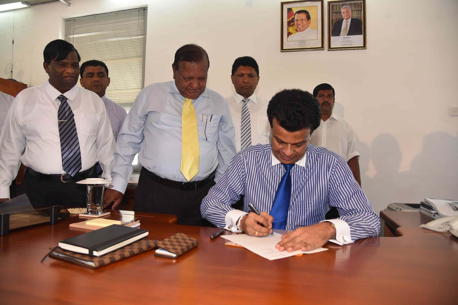 Dr. Parakrama Dissanayake assumes duties as the Chairman of Sri Lanka Ports Authority (SLPA)